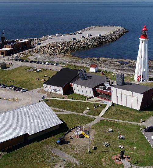 Vue aérienne du Site maritime de la Pointe-au-Père – Site historique maritime de la Pointe-au-Père
