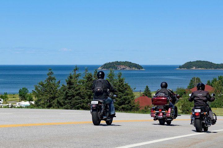 Parcourir Rimouski en moto